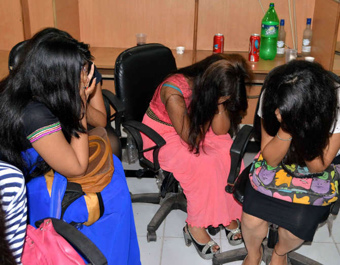 call center girls  arrested for drinking alcohol