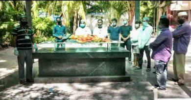 Funeral-of-Hindu-oldlady-performed-by-Muslim-community-in-Lohianagar-area
